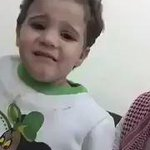"""أول فيديو تظهر فيه الطفلة السعودية المخطوفة"""" جوري الخالدي"""" بعد العثور عليها، وقد قام الخاطف بقص شعرها. #برق_الإمارات https://t.co/izw9S2UGbM"""