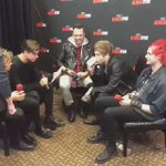 5SOS at Jingle Ball on kissfmdallas snapchat! #VideoMTV2015 5 Seconds Of Summer https://t.co/wkfQqiIPU2