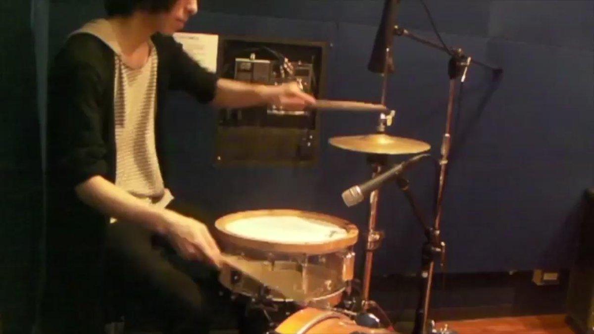 2年前に撮った動画を発掘したのでアップしてみるの巻。ドラムはなんでもありの面白い楽器なんだと感じてもらえたら良いな、という思いを込めたような気がします。懐かしいですね。 https://t.co/c0WZZyIVth