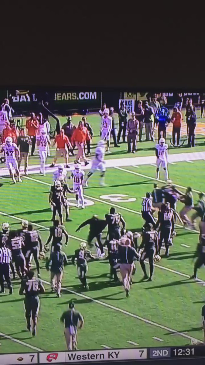 "Greatest brawl ""participant"" ever. Dukes up, baby! https://t.co/dpzAyPEigE"