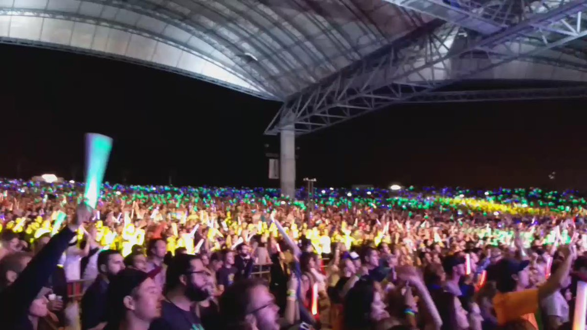 This is my absolute favorite video from last night. 20K of you going crazy for @twentyonepilots #97XNBT -@CoryOnAir https://t.co/TSFPZBntGS