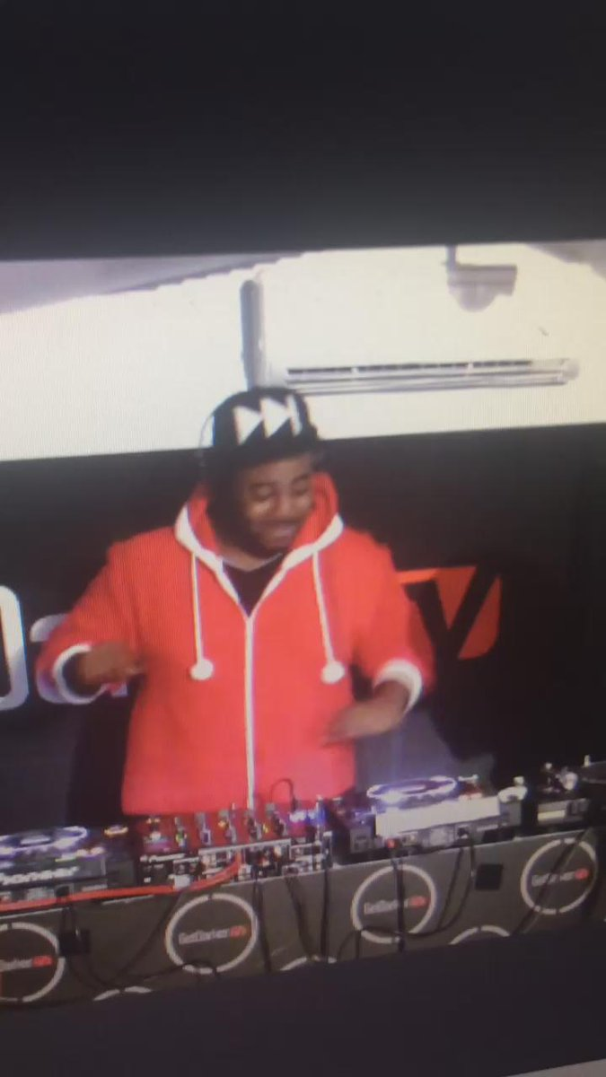 You must see this Dub intro from the Don DJ Spooky from my @GetDarker Tv last night. @SpartanSpooky #Grime https://t.co/2cyoV8t9Y1