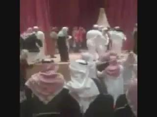 يرصد هذا المقطع - الذي صورته بجوالي - حادثة تخريب المسرحية ، حالة من الهيجان وفقد الوعي https://t.co/1kCKVgXLkU
