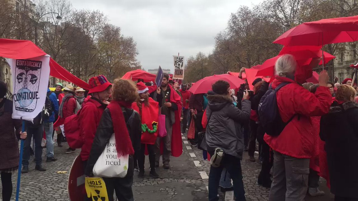 Time lapse video down the climate Red Lines that haven taken over the streets of Paris. #D12 https://t.co/opTZpGYdrA