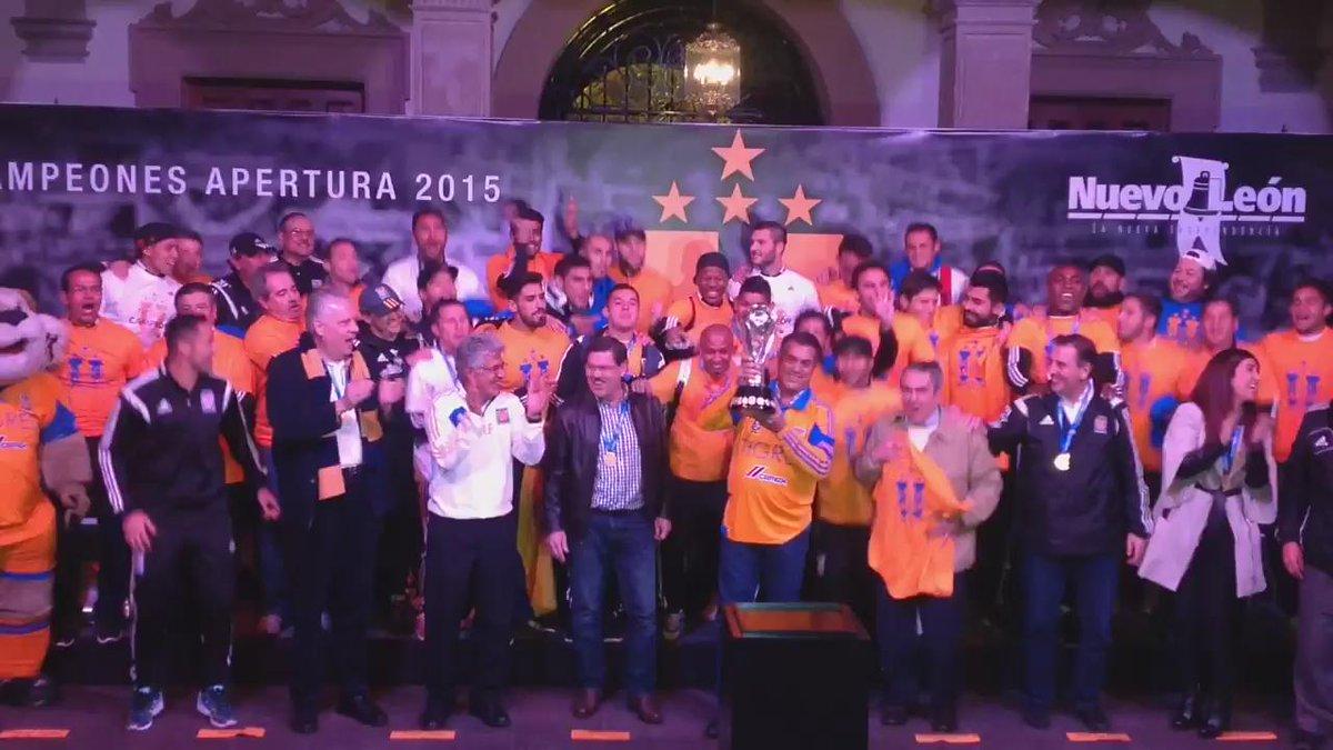 Festejo del Campeón en la Macroplaza.  #VamosTigres #TigresCampeon #SoyTigre https://t.co/b6RX0Z5U3S