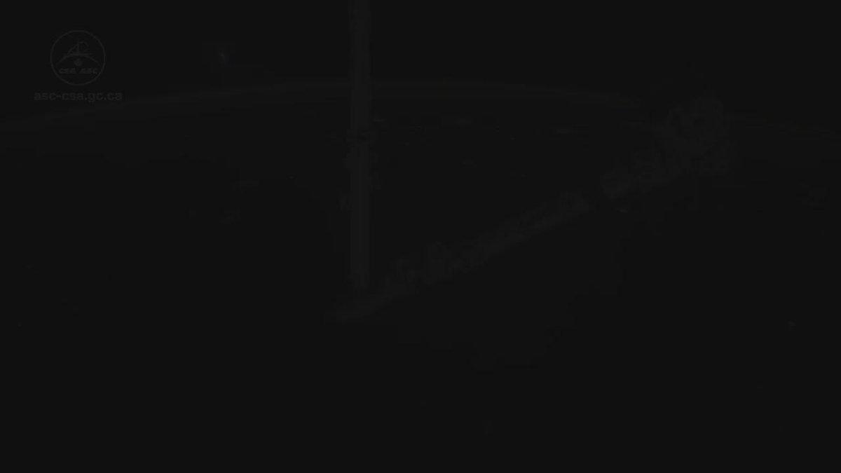 #Canadarm2 is using the Force. To all #StarWars fans, enjoy the movie! #StarWarsTheForceAwakens https://t.co/gTJnhHDZJz