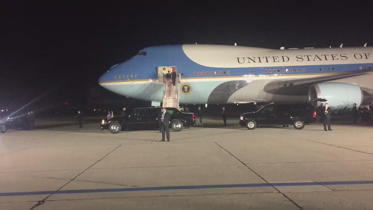 Happening Now: @BarackObama @MichelleObama on the ground in San Bernardino @KTLA #KTLANews https://t.co/DwYHKdu7um