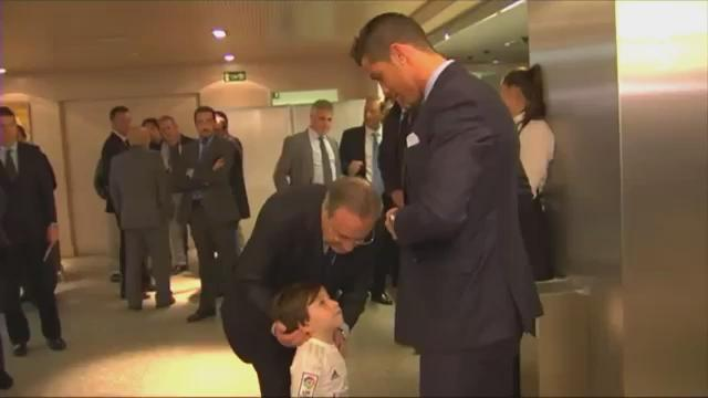 Little acts like this is what makes me respect Christiano Ronaldo the person, Haidar lost his parents in bombings.. https://t.co/QbJazFqO2Q