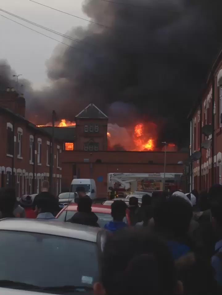 Big fire on Ross Walk #Leicester . @BBCLeicester https://t.co/woIYZsMeuV