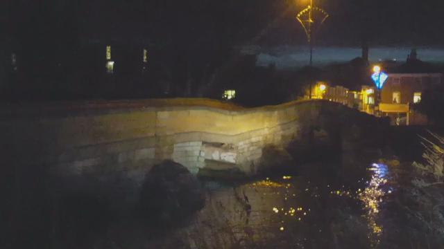 Watch as #Tadcaster Bridge collapses into River Wharf https://t.co/EpOm8t6I7C https://t.co/0DnodHWsT5