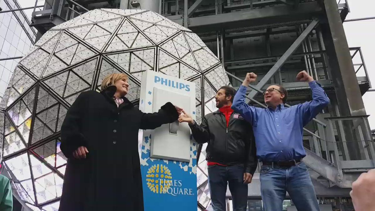 Here's to a bright & colorful #2016! The @timessquareball & its @Philips lights are ready for tomorrow. #BallDrop https://t.co/Ae5JKfmTva