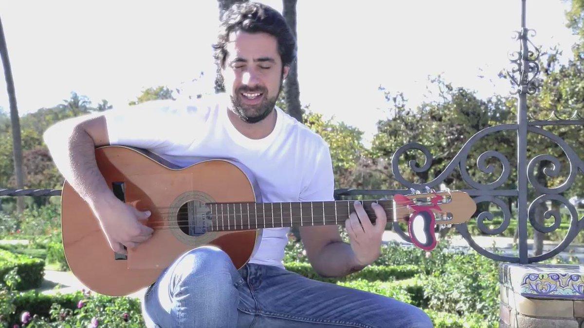El @SenorGanan sortea su guitarra. Participa desde su página de Facebook. https://t.co/X1qPNfcrLV