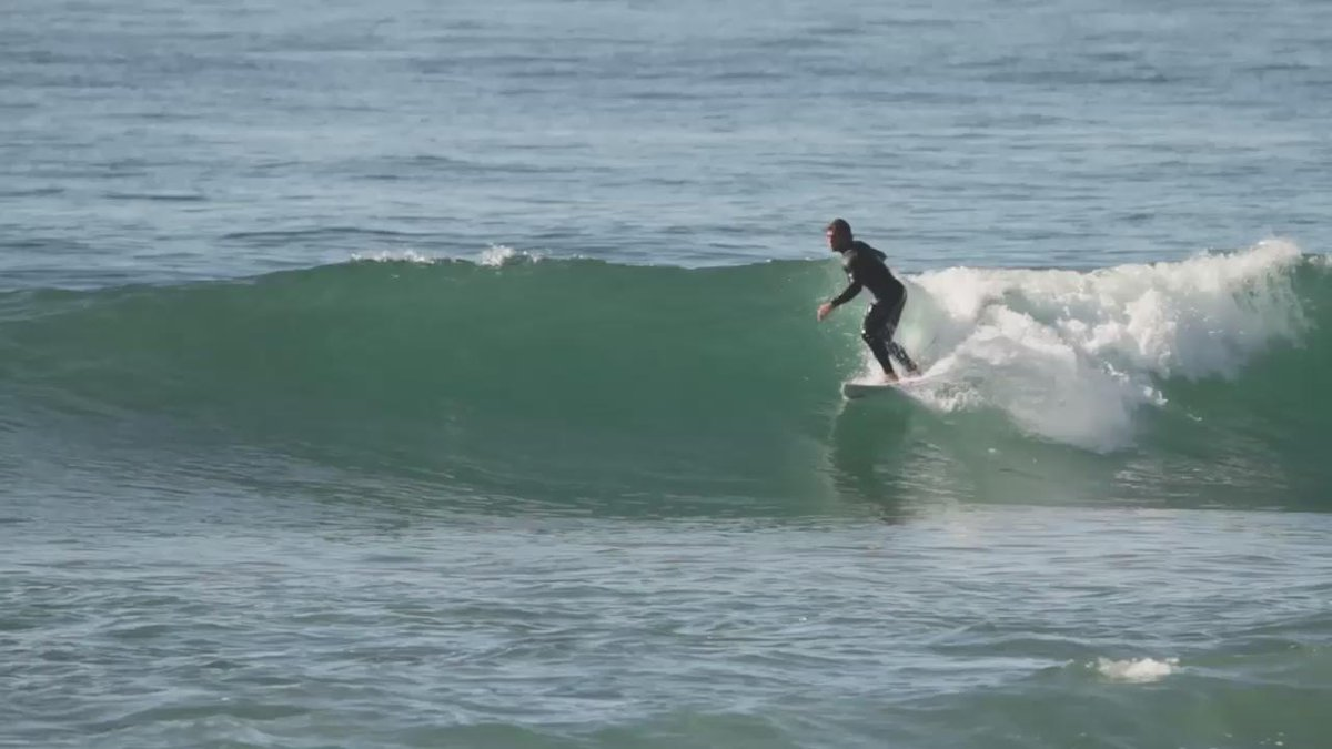 Conner Coffin putting a new board to the test, yesterday afternoon || 5'10 x 18 5/8 x 2 5/16  25.9L prototype https://t.co/zAw0ajla8D