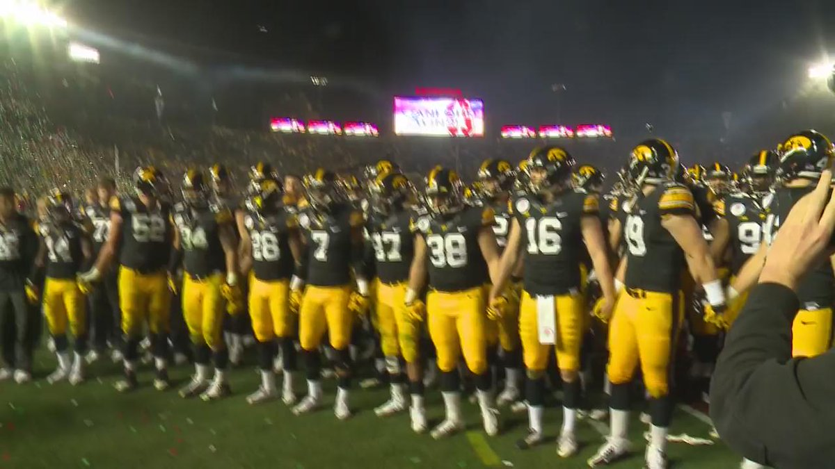 Hawkeye fans salute their team one final time. https://t.co/ATC7kM661J