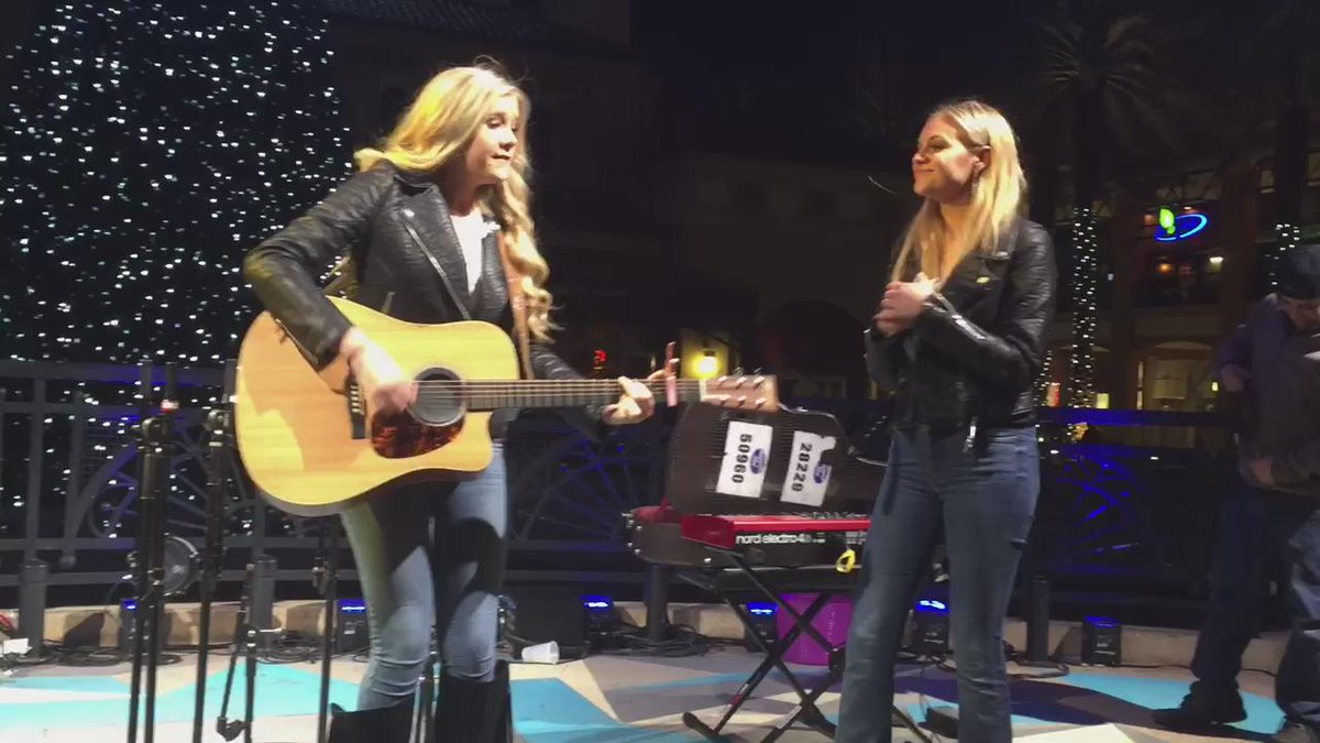 the moment when you do a duet with @KelseaBallerini !! https://t.co/JH21tC5R1i