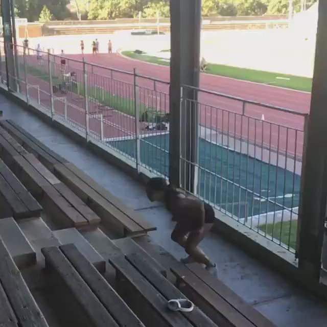 Norway's fastest female sprinter of all time Ezinne Okparaebo doing some incredibly difficult stair jumps #BEASTMODE https://t.co/t2ljfop459