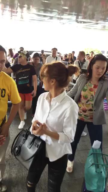 KATHNIEL at NAIA before heading to Vietnam; get a glimpse of our chat on Snapchat: gaconejero AND on @tvpatrol later https://t.co/A1yKG3nTNk