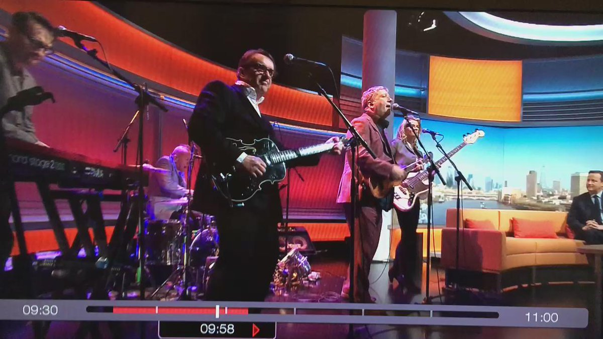 Squeeze dissing Cameron to his face on Marr. Changing lyrics to 'hell bent on destruction of the welfare state'. https://t.co/NCyVg5Thbx