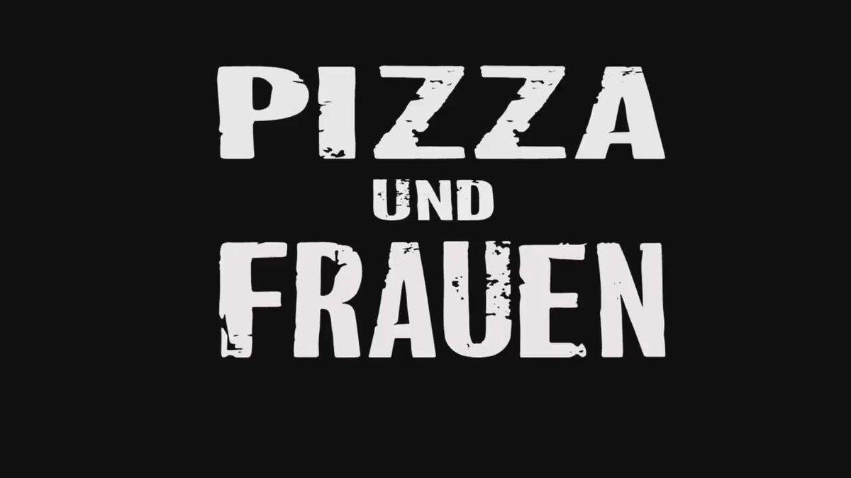 Pizza und Frauen? #pizza #bunny #buttplug #ass #lucycat #analplug #inked #funny #tattoogirl #miniskirt