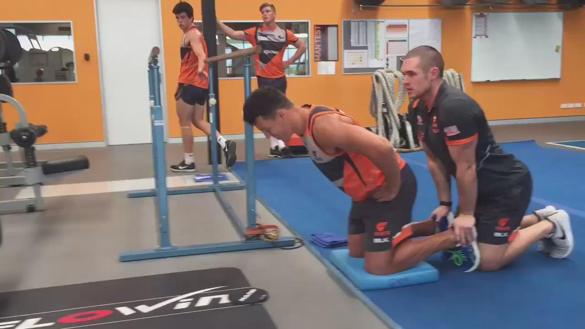 Incredible hamstring strength from Dylan Shiel. #feeltheburn https://t.co/NLVi8aAvyW