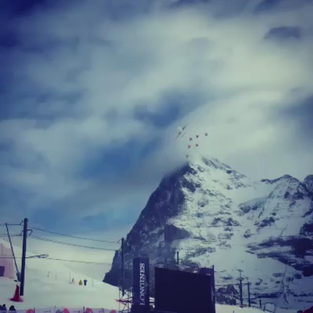 What an unforgettable moment #upinthesky: here is a short clip from today's flight. #Airbus meets #Tiger #Lauberhorn https://t.co/tGVN4U2Mbw