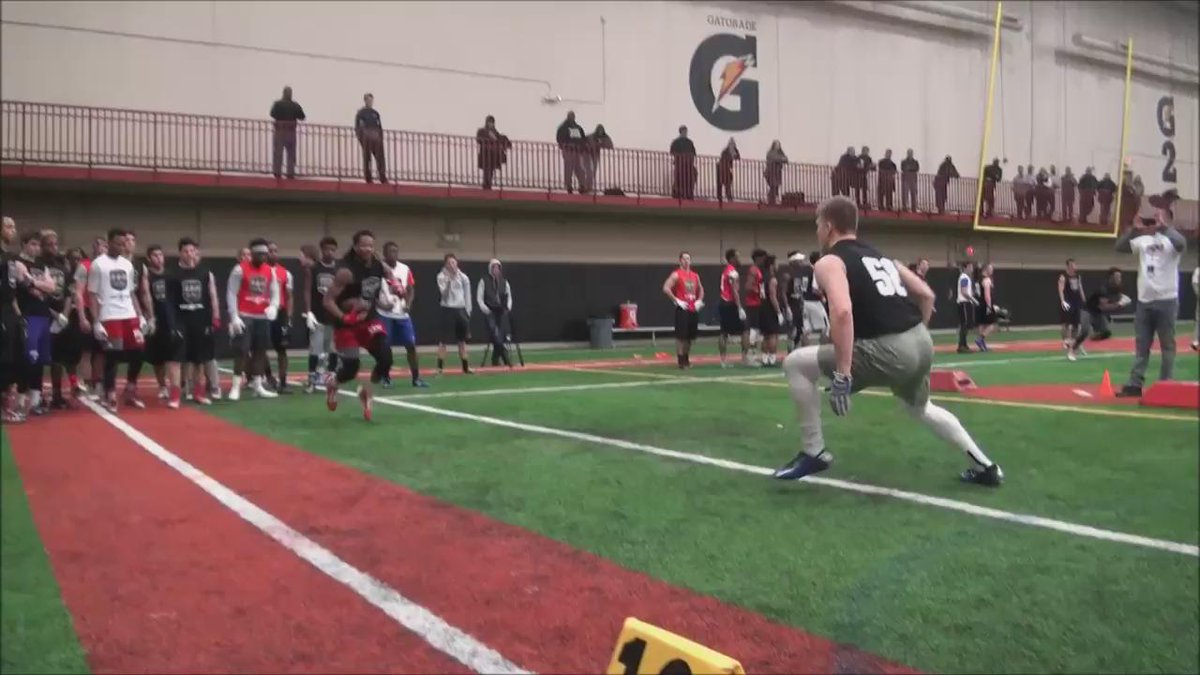 2018 RB Justin Hall enjoyed a coming out party yesterday. Consistently shook defenders: https://t.co/c0nXzLIRme https://t.co/lpkH4IMnXq