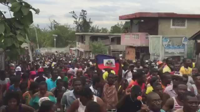 "Right now at Delmas 2 in #Haiti, ""Long March 4 Democracy"" massive demo w/protesters chanting ""We will not obey!!"" https://t.co/xl7DeIRaMh"