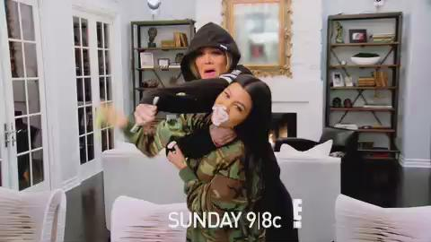 Who's ready for #KUWTK tonight!!?? I'll be here at 9pm EST for our weekly chat!! Wouldn't miss it for the world! ???? https://t.co/Vl1QrVvlx2