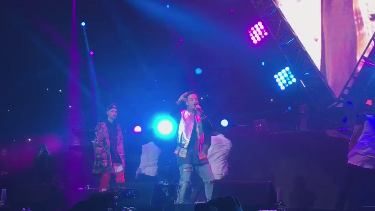 We feel Sorry for the people that just missed @justinbieber and @JBALVIN remix#Calibash2016 https://t.co/4tiHSek3EW