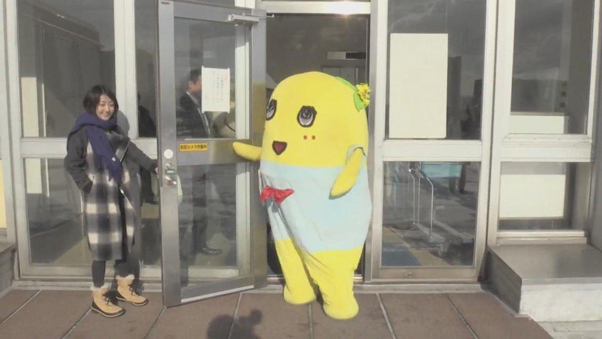 北海道新聞社を訪れた #ふなっしー の動画を公開します。「北海道に来たら、みそラーメンばかり食べてる」そうです。記事は28日の朝刊に掲載予定。以下のリンクから長い動画が見られます。 https://t.co/n0Bd8MNhHC https://t.co/3sGBXaPkwU