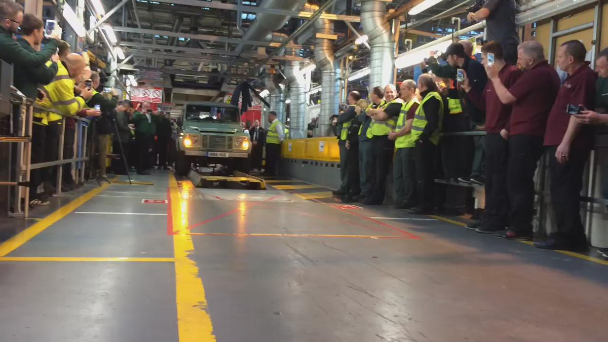 The last #landrover rolls off the line https://t.co/DCIVJpz8WR