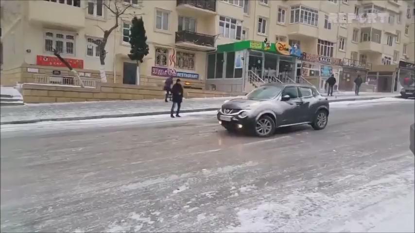 冬ロシアのバスの運ちゃん気合入りすぎ凄い https://t.co/CMzGeqC64z