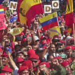 #VIDEO @NicolasMaduro recibe el apoyo del pueblo revolucionario hoy, 24 años del 4F 1992, el mismo pueblo rebelde https://t.co/8iloFUyqiN
