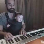 """""""ديفد موتولا"""" وهو عازف بيانو مبتدئ يقول انه كلما قمت بعزف هذه المقطوعة على البيانو ينام ابني ذو الـ5 أشهر مباشرة https://t.co/6nf3vH1FU4"""