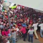Que lo vea el mundo!! esto no es un concierto de Justin Bieber es una estampida en #Venezuela hay hambre!!  https://t.co/UIJU05yiXK
