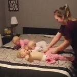 Устали с одним ребенком? Посмотрите, как мама справляется с тройняшками и еще одним малышом. #дети #весело #семья https://t.co/Ht0NGlCk6P