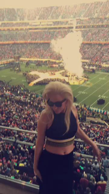 Lady Gaga dancing to Uptown Funk during the Superbowl Halftime show. #SB50 https://t.co/89peu55sL3