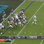 #SuperBowl: C.J. Anderson entra por piernas a la zona de anotación. https://t.co/RCzIYf9TRw