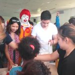 Alden shared his blessings to some of the Aetas in Tarlac.   #VoteMaineFPP #KCA  https://t.co/hkn6rgvrSN