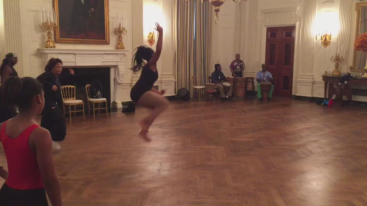 Honey, things are heating up at the @WhiteHouse! #DanceAtTheWhiteHouse #BlackHistoryMonth https://t.co/xczxIiFj57