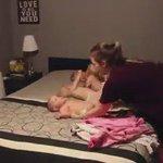 فيديو يحقق أكثر من 45 مليون مشاهدة  خلال خمس أيام لأم تغير ملابس اطفالها الأربعة! مسكينة الأم💔😂 https://t.co/zlPgjzQCkS