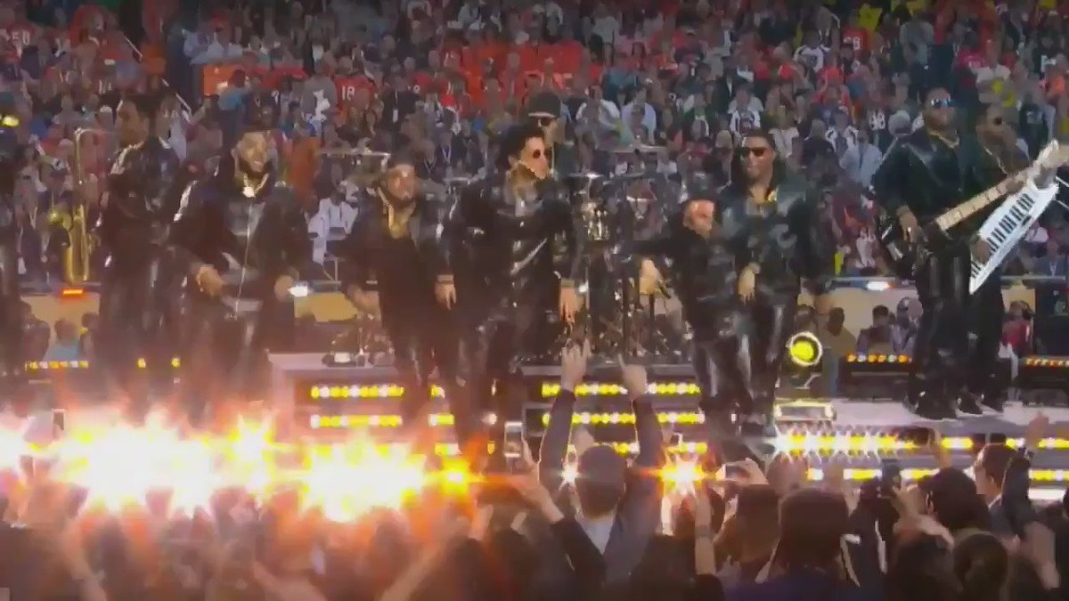 Props to @BrunoMars ​and the brothas @JABBAWOCKEEZ ​killin the halftime show! I'm sorry but this was too good <3 https://t.co/WvyQ3Ti6o2