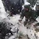 Amazing! Video of our Avalanche hit Jawan being rescued after 6 days. Video being circulated on social. Jai Hind! https://t.co/Zf3ERc2Rv6