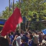 [Video] Así se vive el Banderazo a las afueras del hotel Intercontinental. #VamosLaU #LoDamosVuelta https://t.co/xxggZoprkA