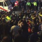 Llegan más refuerzos policiales a la Shyris. Enfrentamientos con manifestantes.  https://t.co/TebtTK2Jdk vía @vicenteopi