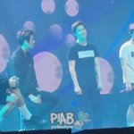160210 CHANYEOLs reaction when CHEN let fans to sing but they dont know the lyrics ㅋㅋ [cr: PIAB] https://t.co/eBCPSlOXfX