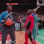 #TBT Shaq and MJ at the All-Star game... https://t.co/6ArzmNnP0w