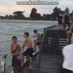 Yüzmeyi bilmeyen adama yüzmeyi öğretti aq https://t.co/AS12YHcDsr