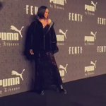 Rihanna no red carpet. #FENTYxPUMA https://t.co/w7g4S6mKZI