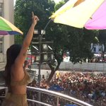 """Anitta e sua multidão cantando """"Não Quero Dinheiro"""" #BlocoDasPoderosas https://t.co/6NJxd9hyaX"""